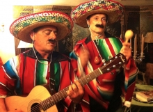 Faux musiciens mexicains © Les Décalés