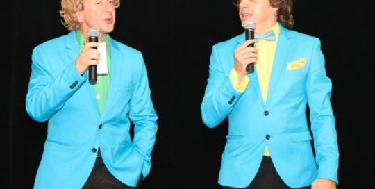 Duo présentateurs © Les Décalés